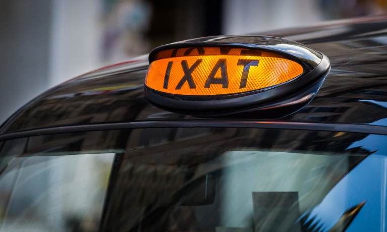 信誉私彩网站 part of tech trial aiming to develop wireless charging for taxis